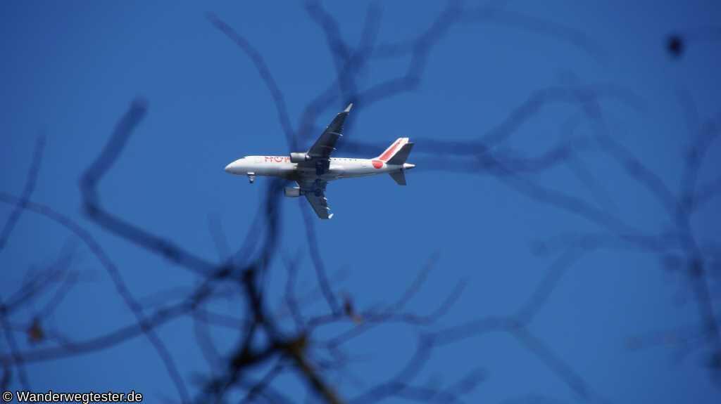 Flugzeug über Müggelheim